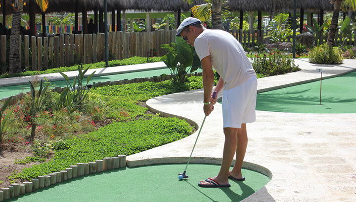 Can mini-golf improve putting